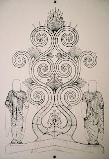 Bild 4: Skizze des Firstakroters mit rekonstruierten Teilen im Museum beim Aphaia-Tempel auf der Insel Ägina. Die Rechte am Bild liegen bei Dr. Ernst Theodor Mayer, München.