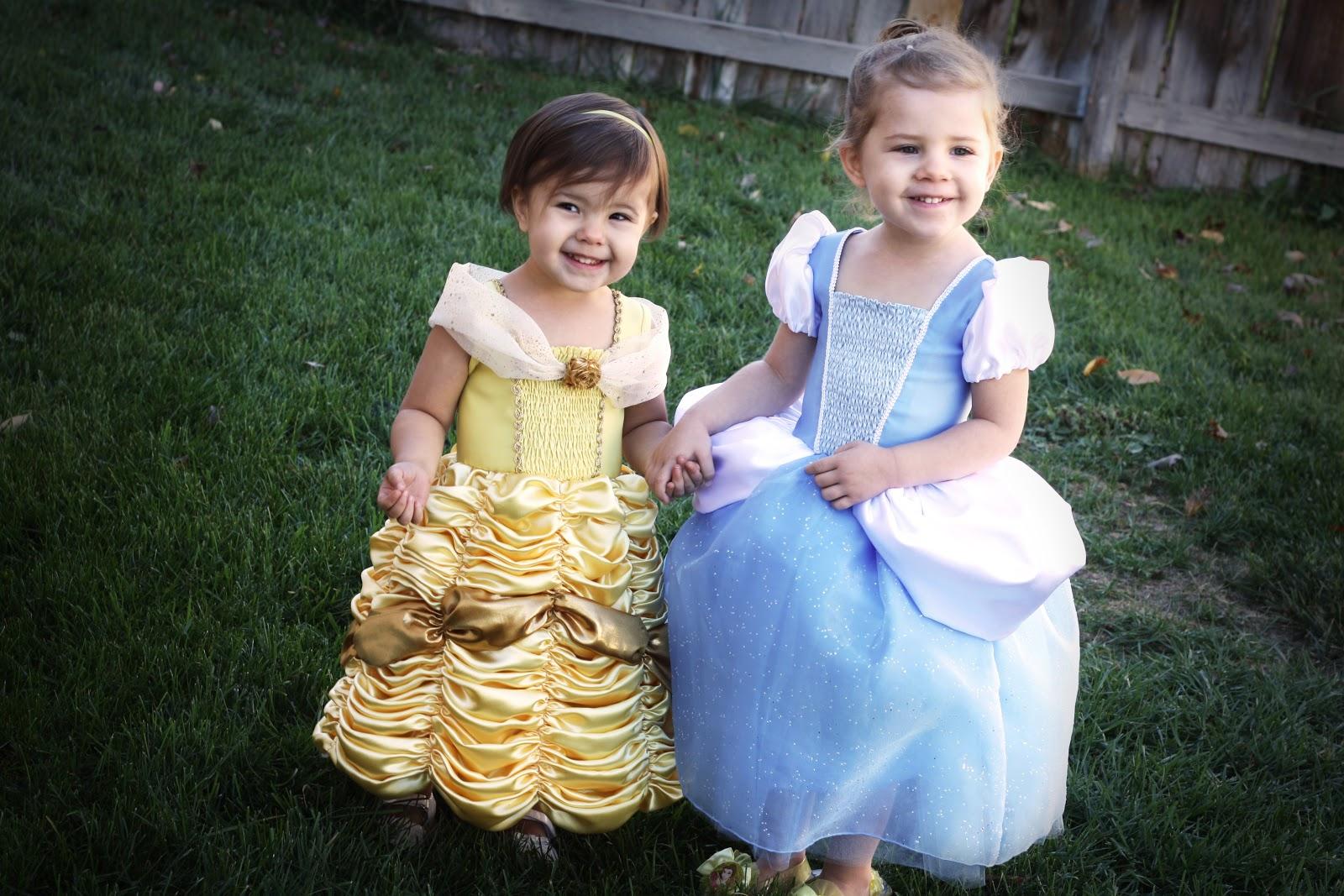 http://2.bp.blogspot.com/-gXS5xOOv93Y/UIJ1eenxHyI/AAAAAAAAAvU/-G7VoQnA6AI/s1600/costumes1.jpg