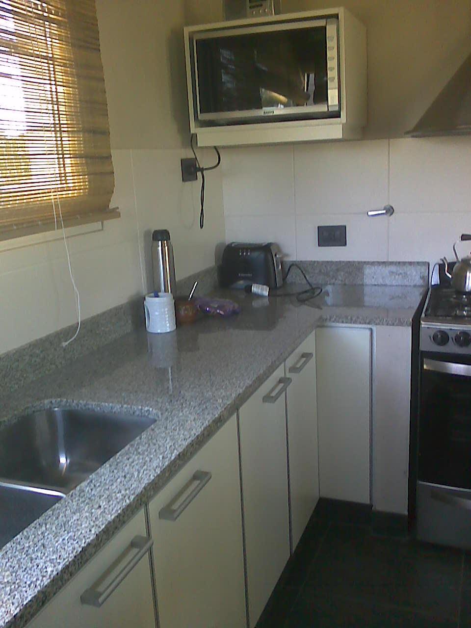 Muebles a medida tandil amoblamiento cocina y lavadero for Lavadero cocina