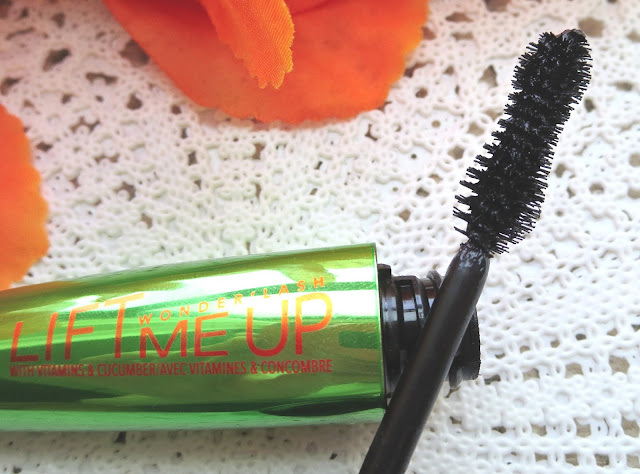 a picture of Rimmel Wonder'Lash Lift Me Up Mascara (brush close up)