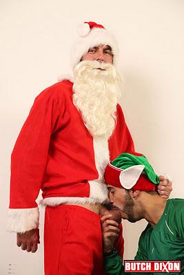 http://2.bp.blogspot.com/-gXbcCTMENW4/Tt35_hS06xI/AAAAAAAAcys/MEJr5_bD7AU/s1600/Santa%2Bwith%2Blettle%2Bhelper1.jpg