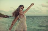recuerdos que llegan sin avisar,transportan al pasado y nublan el presente
