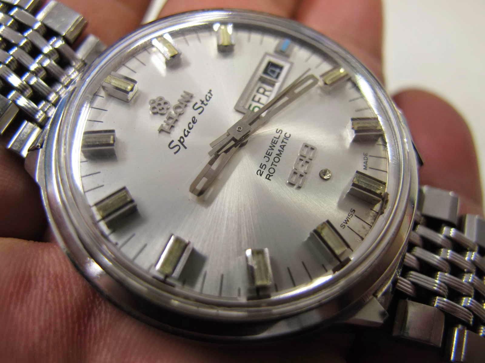 Tebal case 11 mm dan lebar lug 18 mm Cocok untuk Anda yang sedang mencari jam tangan Swiss made TITONI SPACE STAR 939 dengan mint condition