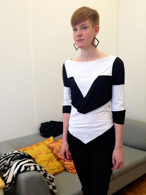 Maja Svisdahl prøver sceneantrekk designet av BertaSofie.