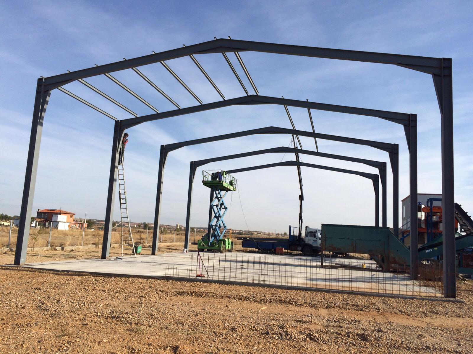 Metalicas estructuras para naves polideportivos for Estructuras metalicas para tejados