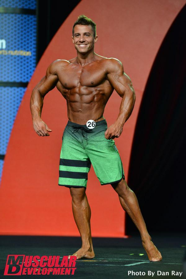 Diogo Montenegro mostra o físico musculoso. Foto: Dan Ray