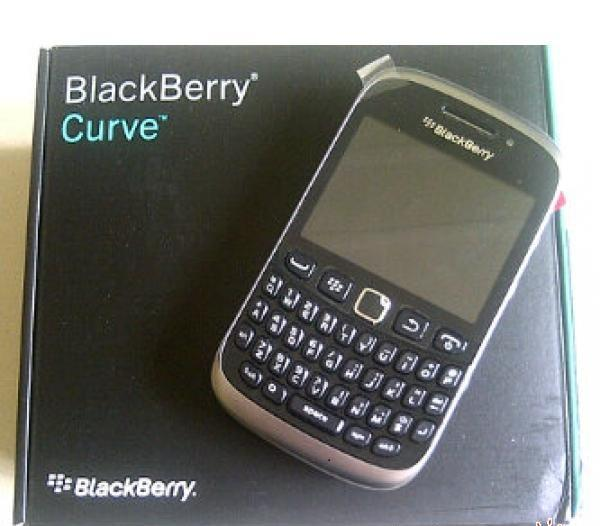BlackBerry 9320 dengan kelebihan dan kekurangan BB armstrong