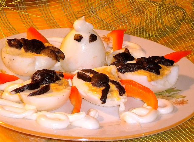 Halloween deviled eggs (oua umplute de Halloween)