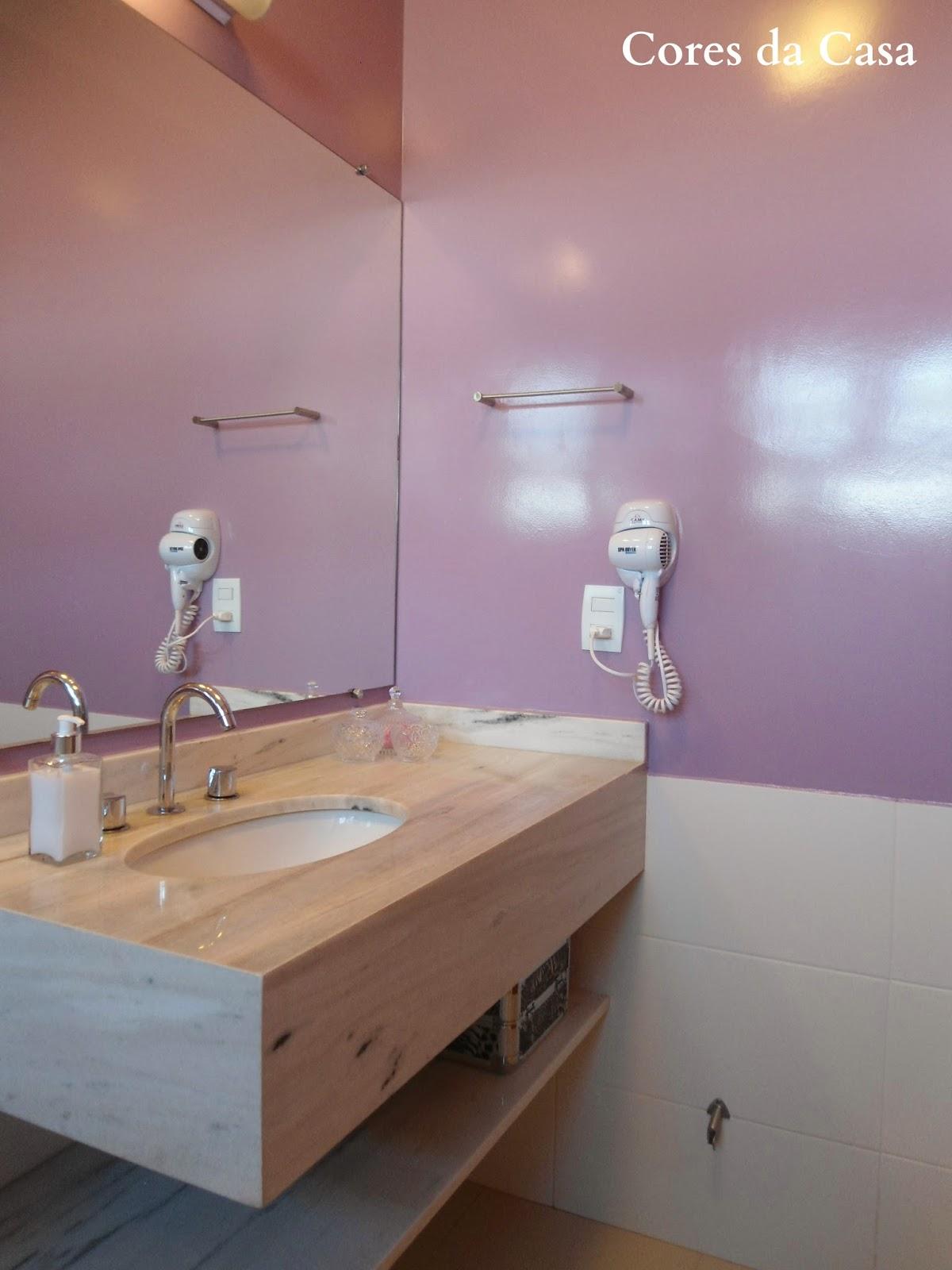 Sempre comento aqui no blog que a forma mais rápida e econômica de  #936D38 1200x1600 Banheiro Azulejo Ou Tinta