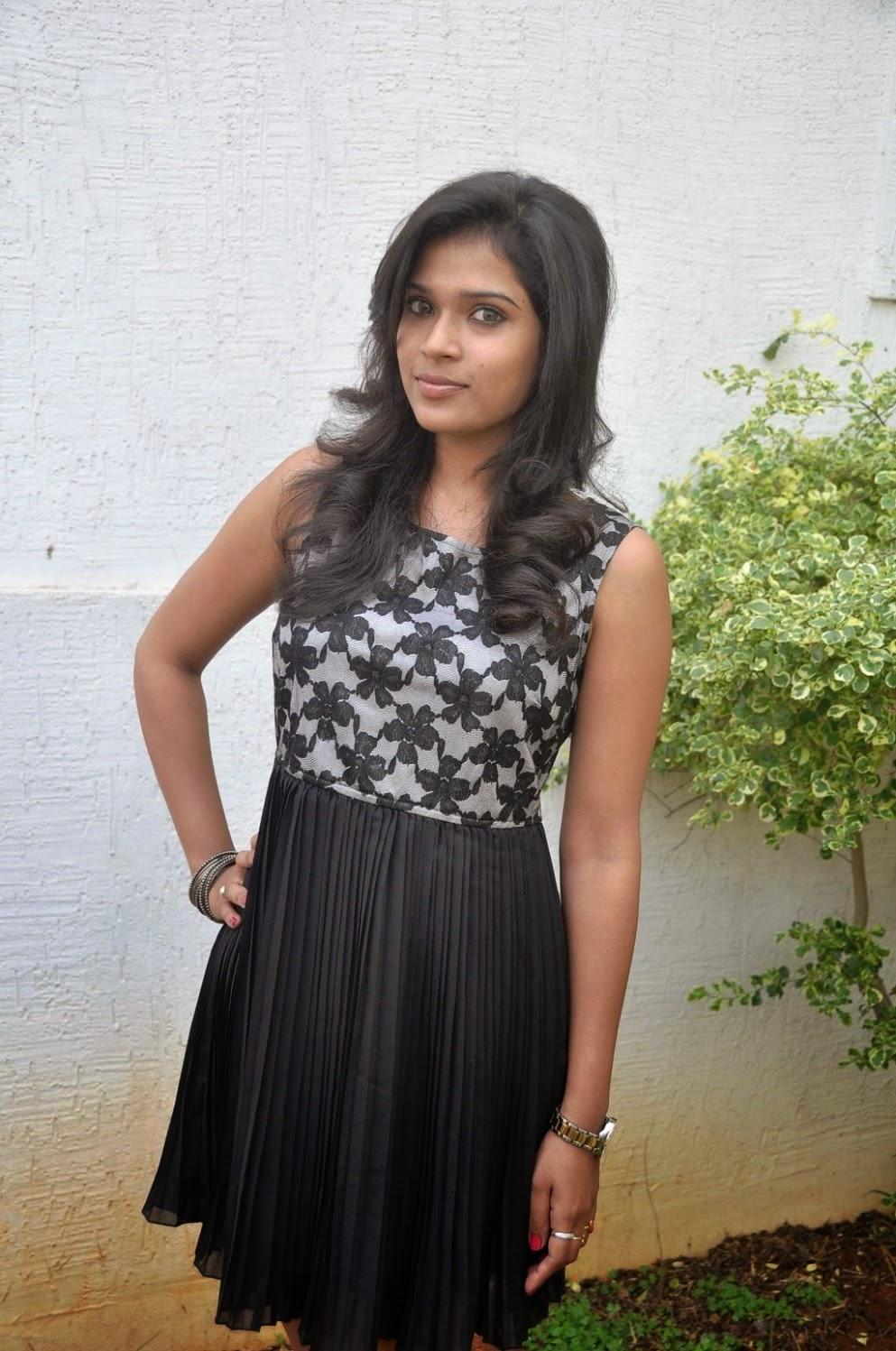 Model Bhargavi Photos at Pochampally Ikat art mela launch-HQ-Photo-12