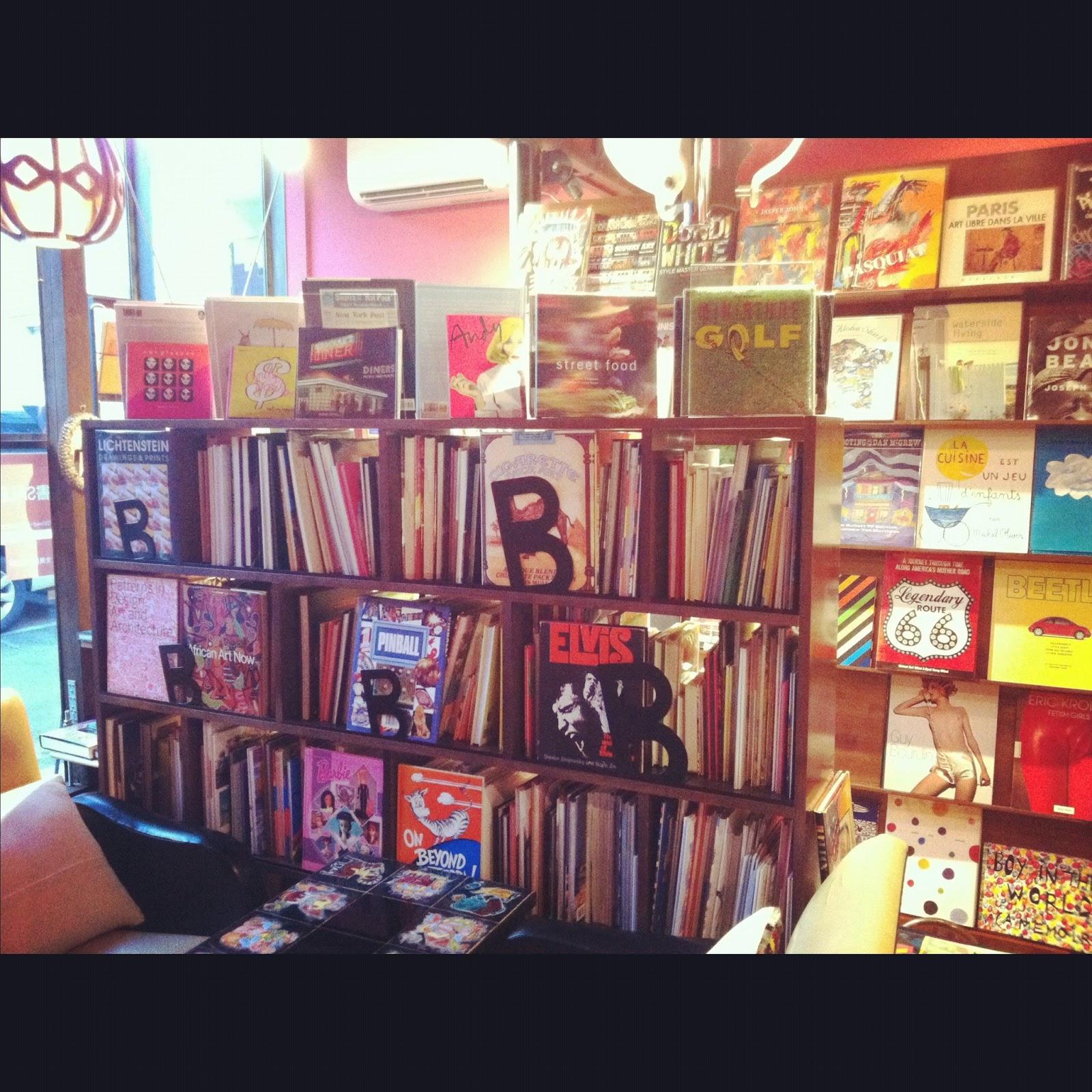 BOOKS BUNNY>