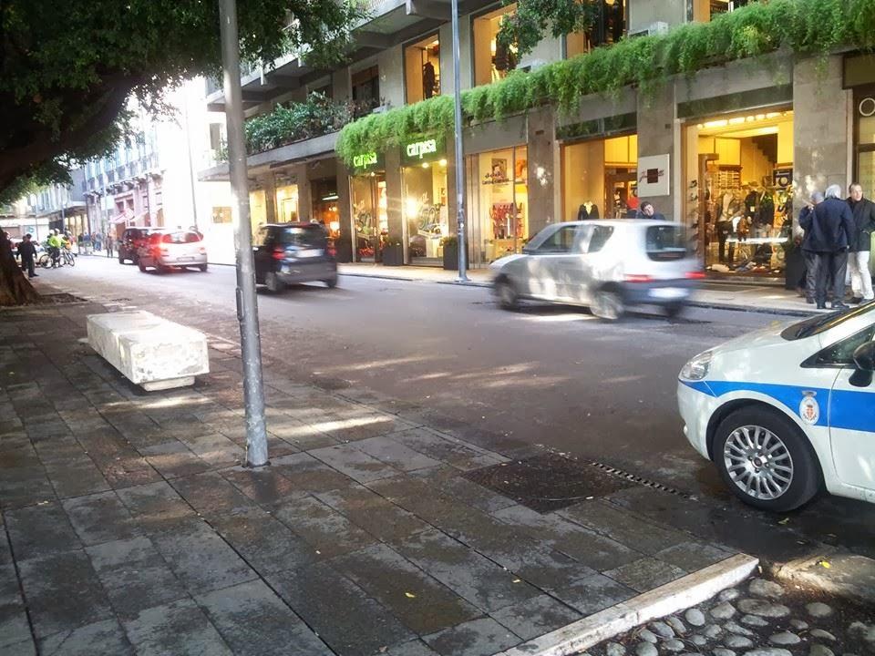 Area pedonale cairoli messina negozi chiusi in segno di for Negozi arredamento messina
