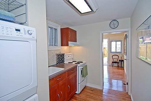 Una casa muy peque a bonita y curiosa dralive for Cocinas chiquitas