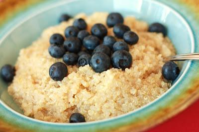 Desayuno de Quinoa, Arándanos y Sirope de Arce