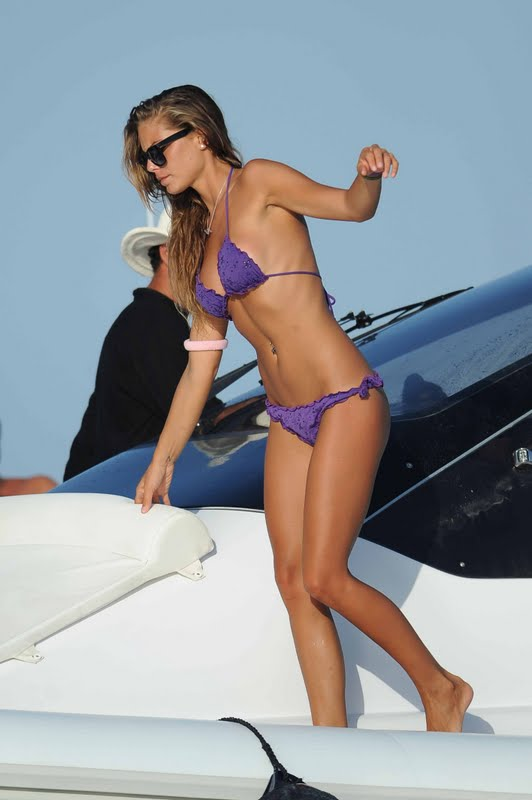 Nina Senicar - Bikini Candids in Italy