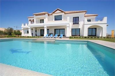 Luxusvilla mit großem Pool