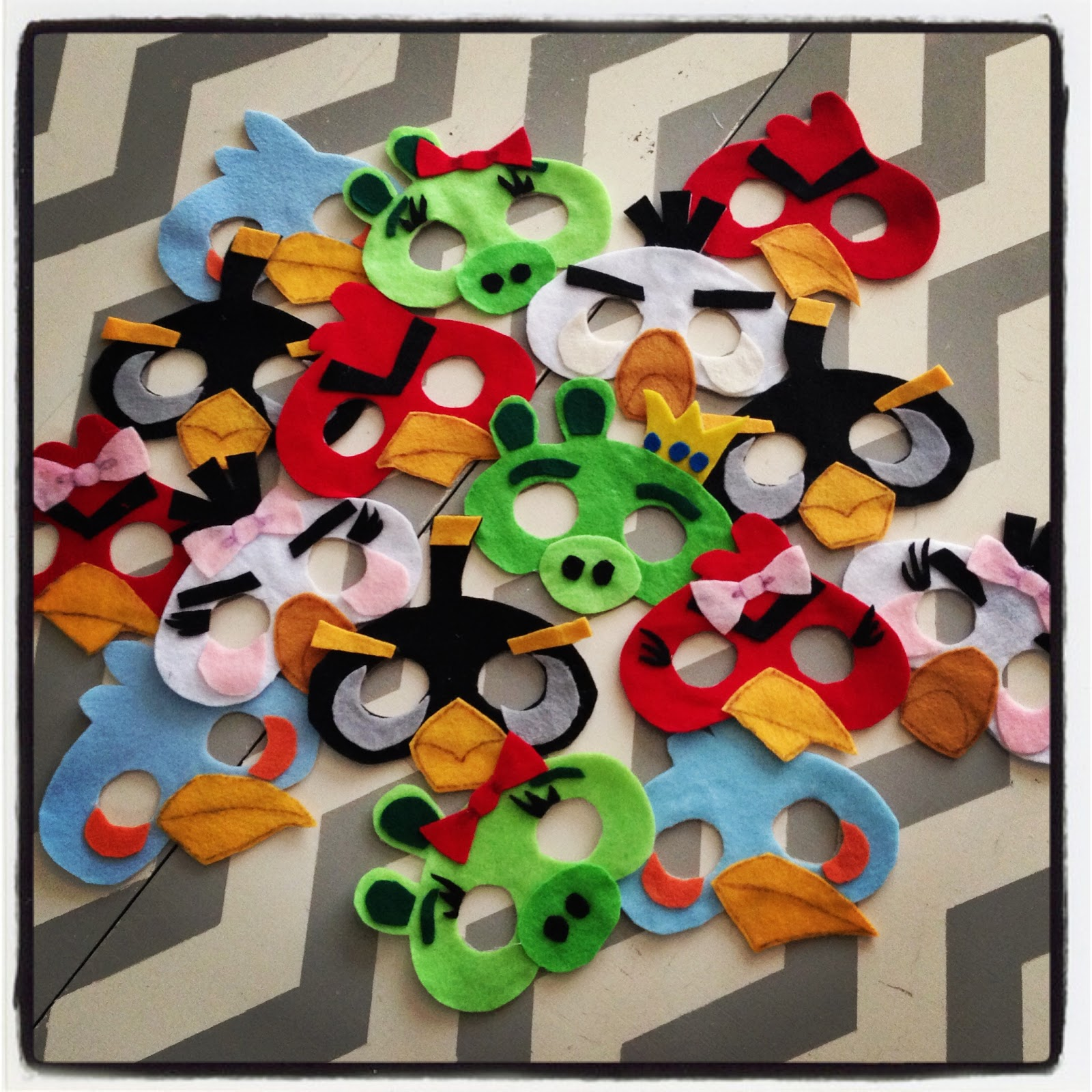 3 little things angry birds party for Angry birds decoration ideas