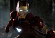 Vector de Iron Man cambio de traje de super heroe ironman