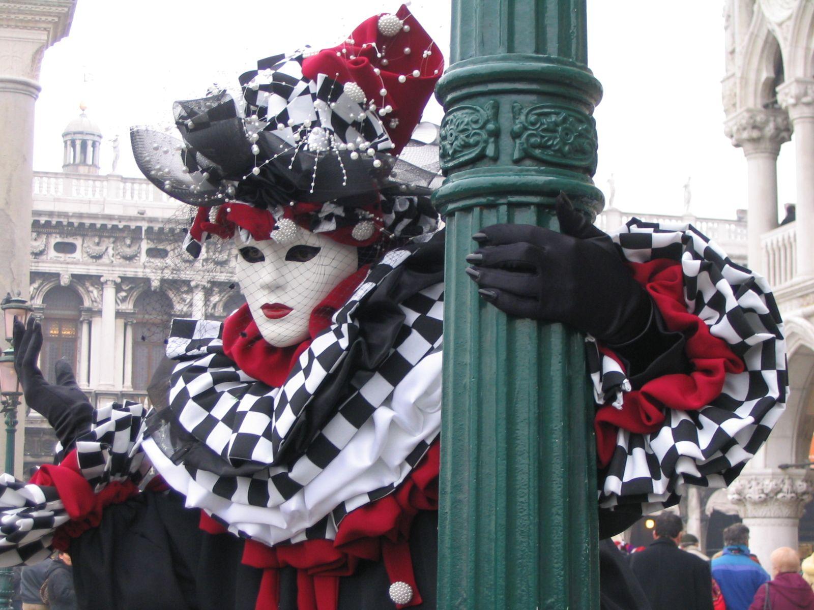 http://2.bp.blogspot.com/-g_UT-bXBoX4/Tdp6jrWSUjI/AAAAAAAACDc/9wYFgZBJqvo/s1600/Veneza_Carnaval.jpg