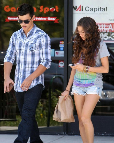 Hollywood Stars: Taylo... Taylor Lautner Girlfriend