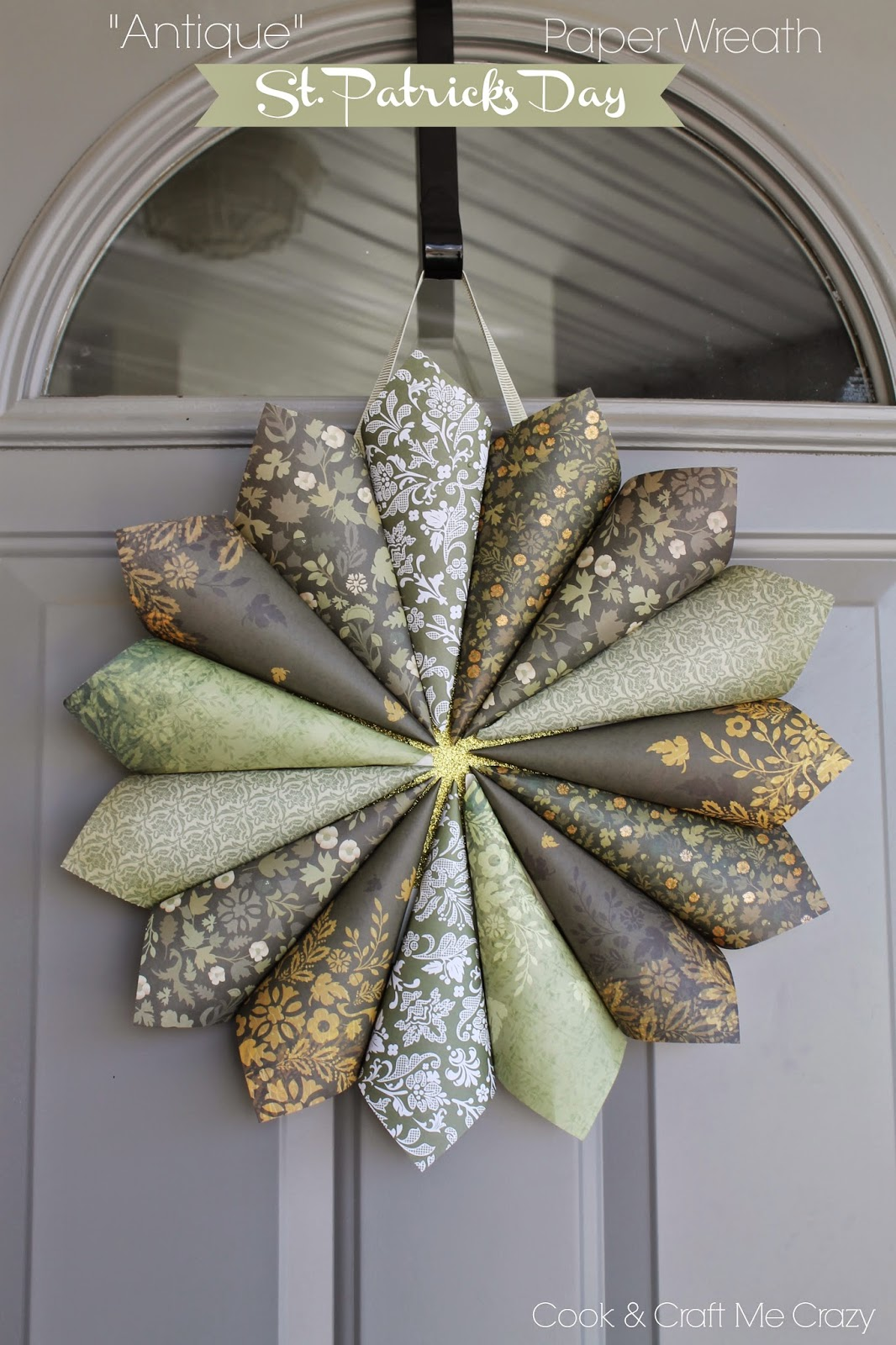 http://cookandcraftmecrazy.blogspot.com/2015/02/antique-st-patricks-day-paper-wreath.html