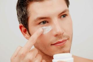 Membuat perawatan kulit