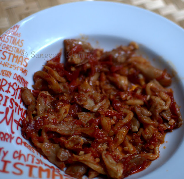 Pleurotus or Oyster mushrooms | a simple stir fry with tomatoes and garlic...