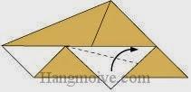 Bước 6: Gấp chéo lớp giấy trên cùng lên phía trên.