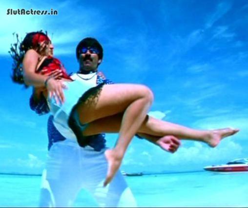 trisha krishnan upskirt blue panty exposed while dancing