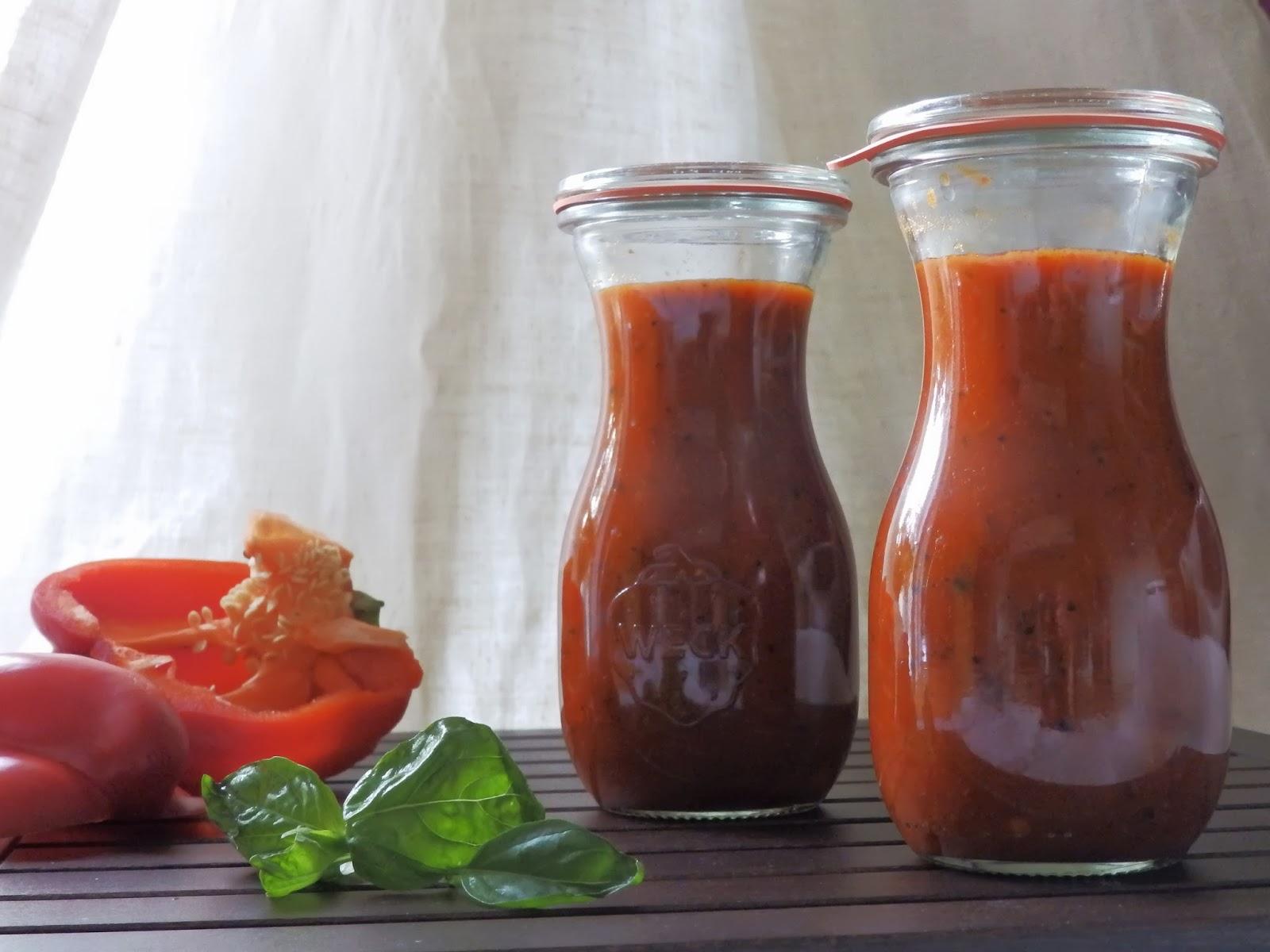 paprika ketchup und zucchini machen nudeln mit ketchup salonf hig lifestyle in gr n. Black Bedroom Furniture Sets. Home Design Ideas