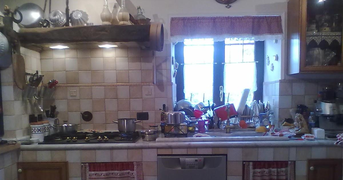Due conoscenti in cucina - Tendine per cucine in muratura ...