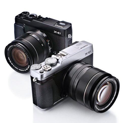 Fotografia della Fujifilm X-E1 in colorazione silver e nera