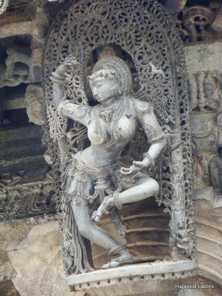 Natyamayuri shanthaladevi belur temple