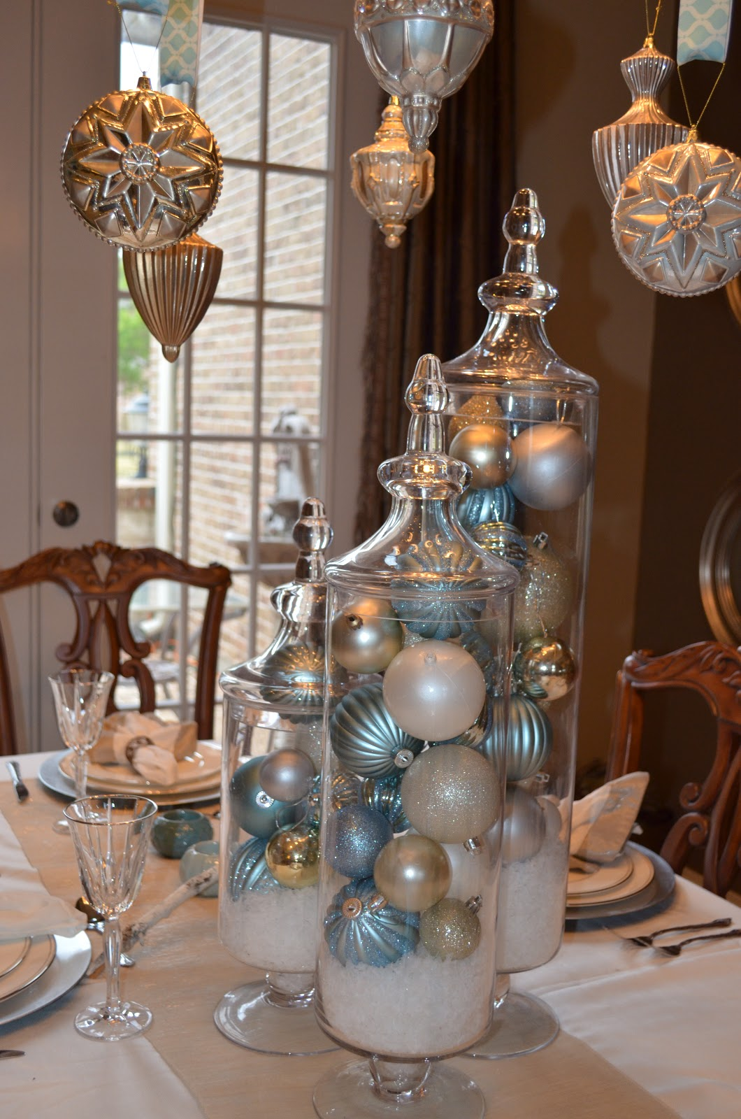 Decor ography burlap bling and blue our naturally for Burlap christmas table decorations