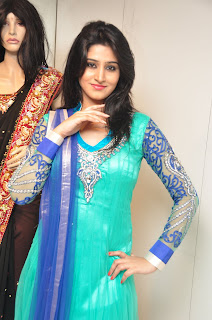 Model Shamili in chudidar at cmr event 002.jpg
