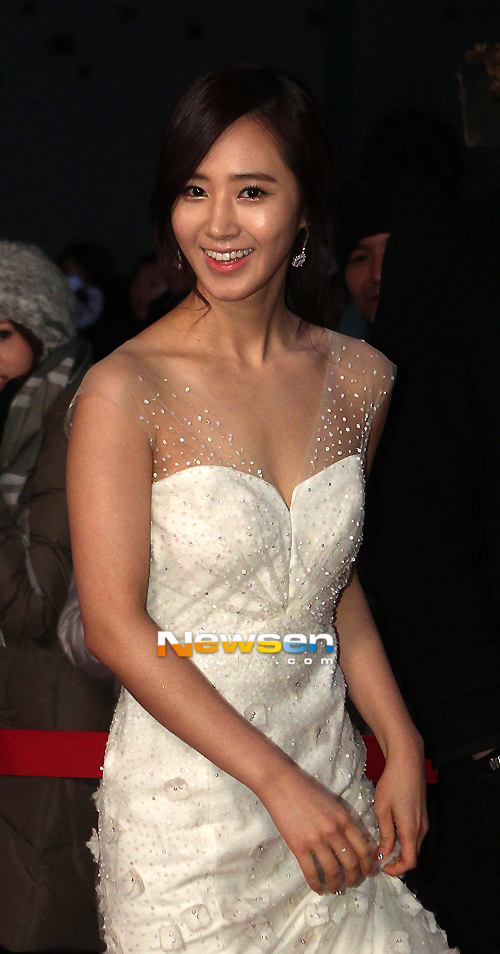 Yuri en los SBS Drama Award 2012 Ssnd+yuri+2012+sbs+drama+awards+red+carpet+(10)