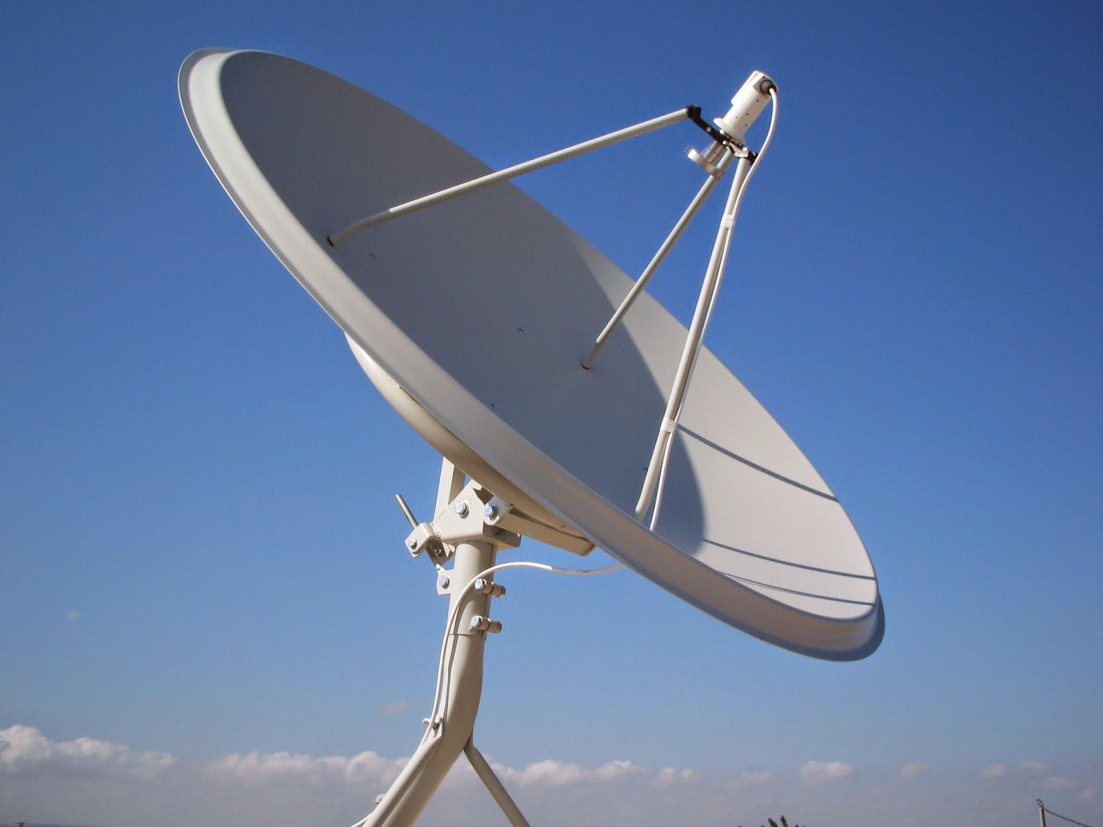 T cnico sat lites instala o de antenas parab licas tdt - Antena satelite interior ...