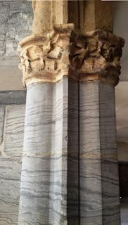 Binato elementi architettonici uguali, come due colonne