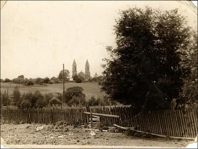 Костёл в Рубежевичах на фото 40-50-х годов. Вид со стороны Новорубежевичей