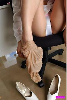 Foto Cewek Cantik Ngangkang Pakai Celana Dalam Ketat