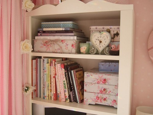shabby chic storage further ideas wwwshabbycottageboutique. Black Bedroom Furniture Sets. Home Design Ideas