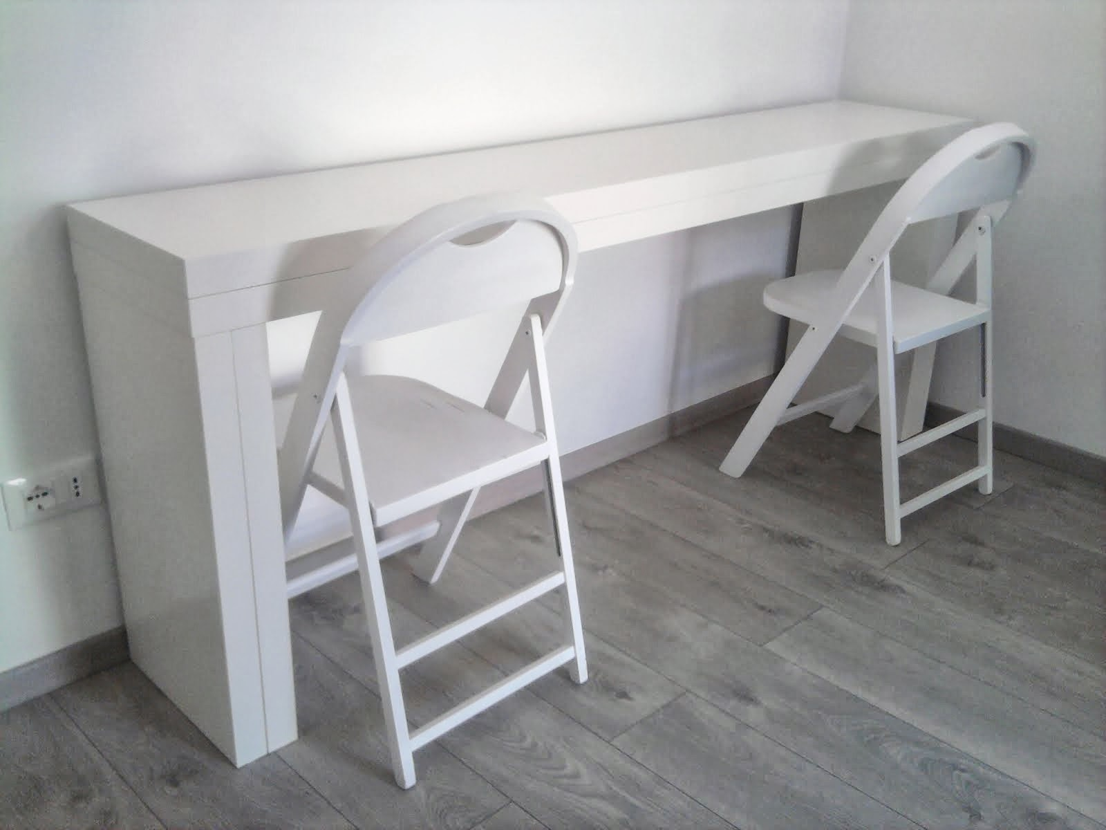 Double it malm console becomes a 10 people table ikea for Ikea hall table