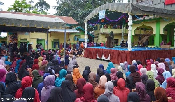 Pembacaan do'a bersama dipimpin Tgk. Fatma M. Risyad.