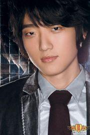 Harry Zhang pemeran Jiang Qian Yue