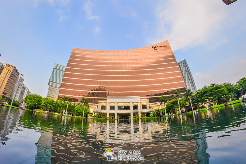 Wynn Macau with its amazing fountain