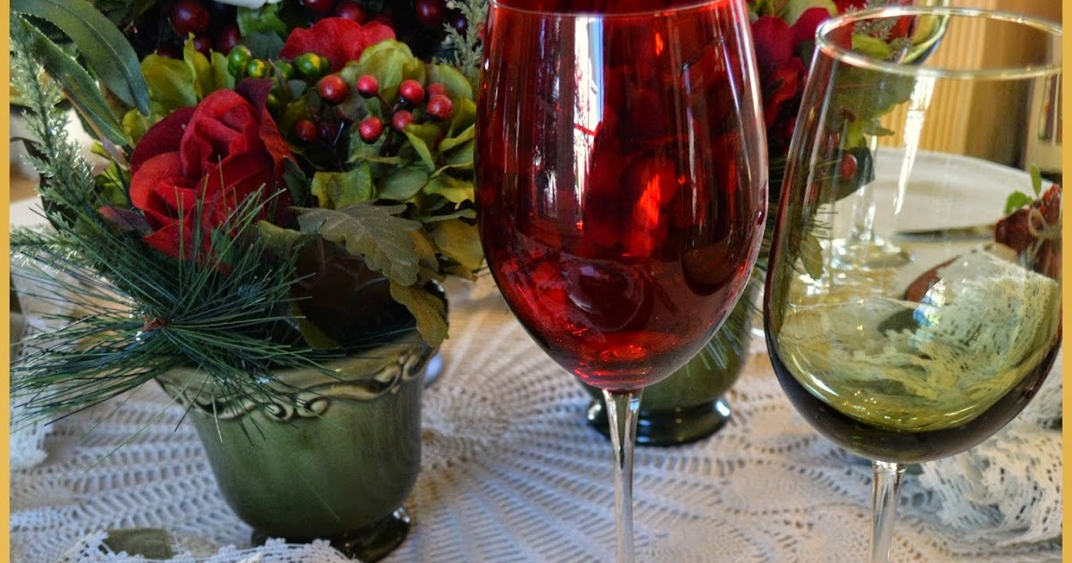 Tablescapes christmas table inspiration - Interesting tables capes for christmas providing cozy gathering space ...