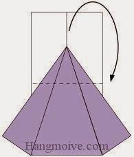 Bước 4: Gấp cạnh giấy về phía mặt sau.