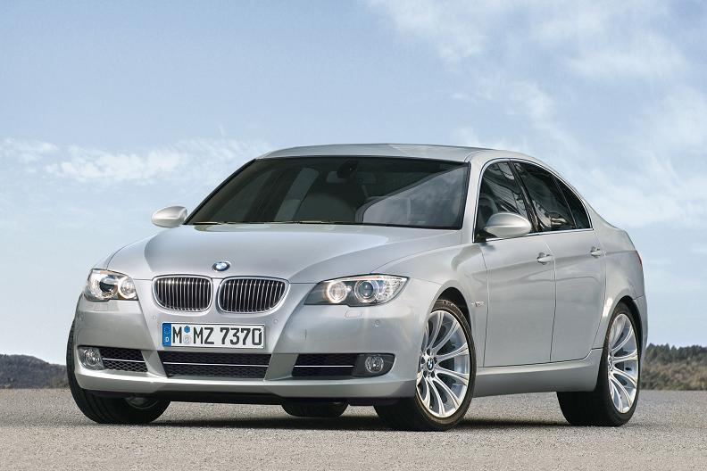 2010 BMW 5-Series sees But