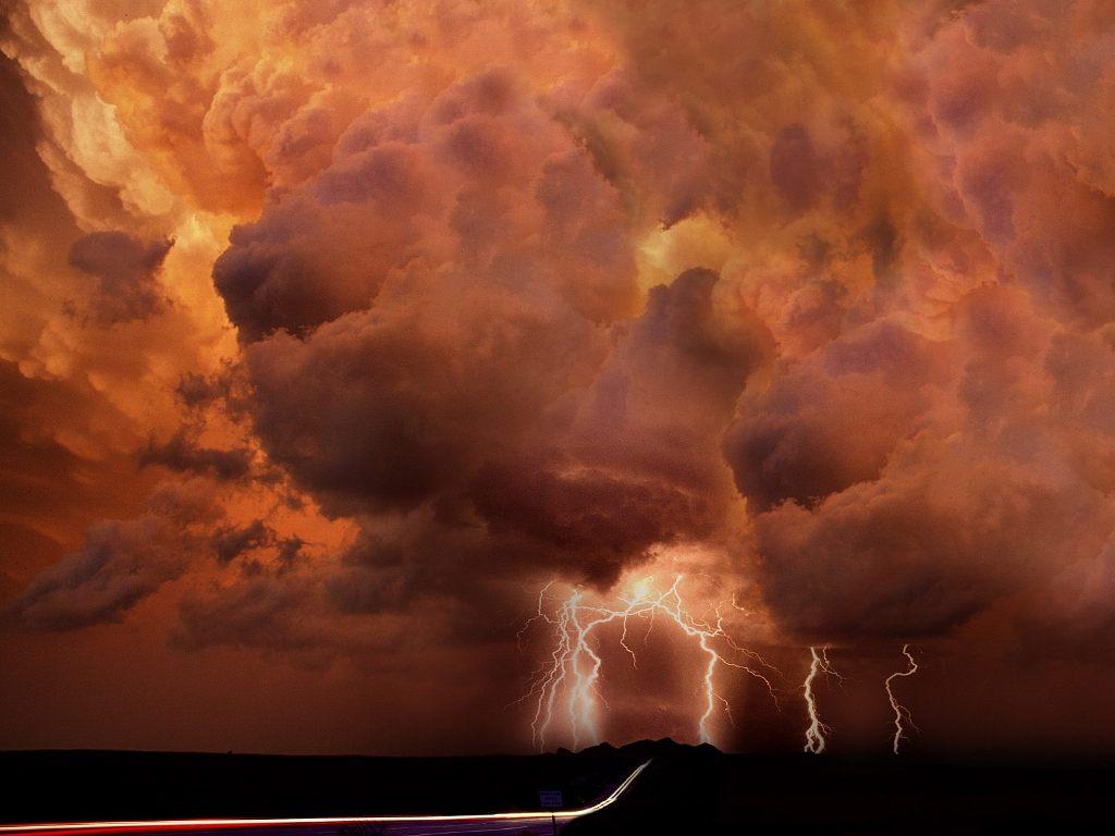 http://2.bp.blogspot.com/-gch9oxTFmT8/TodGB724UWI/AAAAAAAADgA/QmjkG4q4xik/s1600/fotos-rayos-y-truenos-nubes.jpg