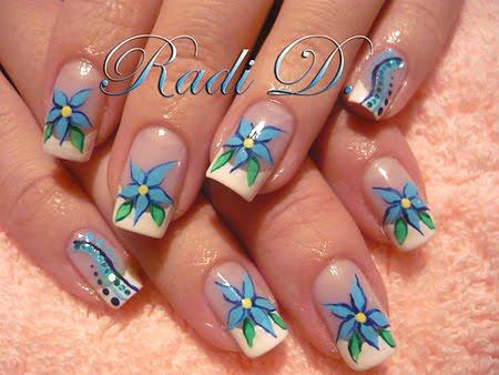Декорация сини цветя
